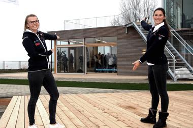 Tanja Frank und Lorena Abicht bei der Eröffnung des neuen BLZ